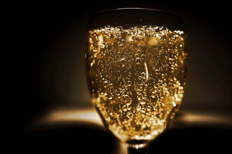 Los cinco rituales de la buena suerte que no puedes olvidar para la última noche del año oro en el champagne