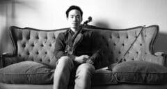 """La historia de Aaron Lee, el violinista al que llevaron a una isla para """"curarse"""" la homosexualidad"""