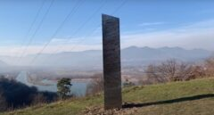 El misterio del monolito continúa: tras desaparecer de Utah hallan otro en Rumanía
