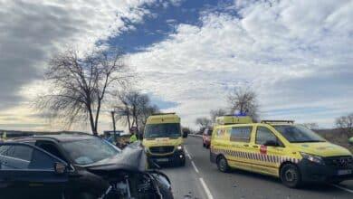 Un muerto y un herido al chocar un coche con una cabina de peaje en la AP-46
