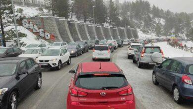 Colapsada la carretera de acceso al Puerto de Navacerrada