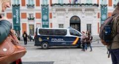 Una furgoneta de la Policía Nacional estacionada en la Plaza del Sol de Madrid