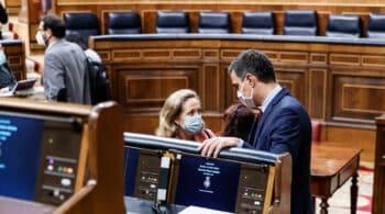 Calviño intenta convencer a Sánchez para que el Gobierno acepte la OPA de IFM por Naturgy