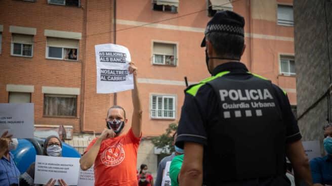 Miembros de Stop Desahucios en Badalona.
