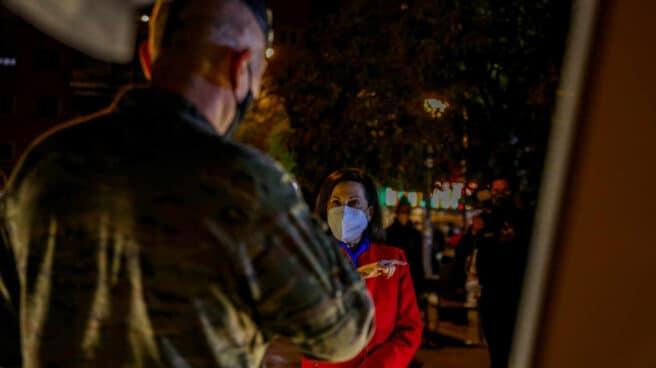 La ministra de Defensa, Margarita Robles, visita al personal de las Fuerzas Armadas.