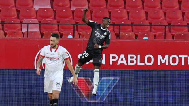 Vinicius celebra su gol en Sevilla.