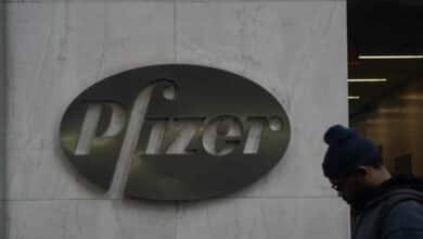 EEUU da luz verde a la vacuna de Pfizer y empezará a administrar dosis el lunes