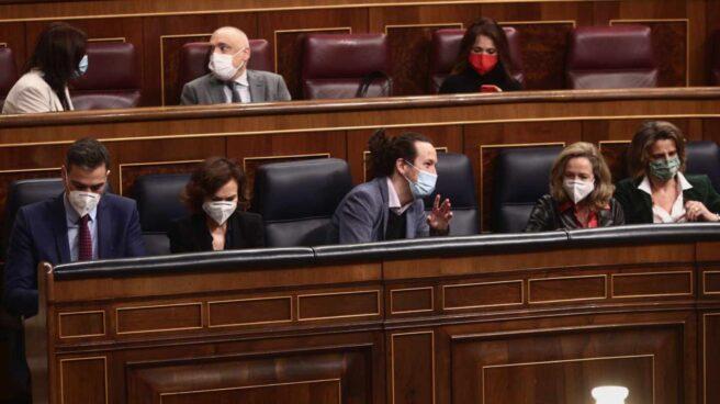 Pedro Sánchez y sus vicepresidentes, en el Congreso.
