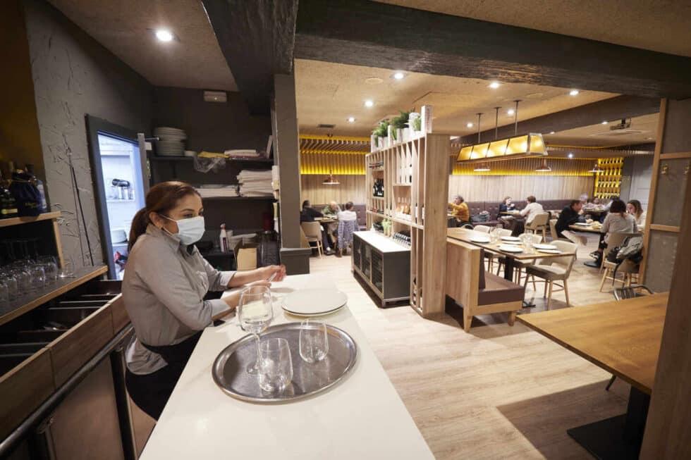 Interior del restaurante El Burladero, en Pamplona, Navarra.