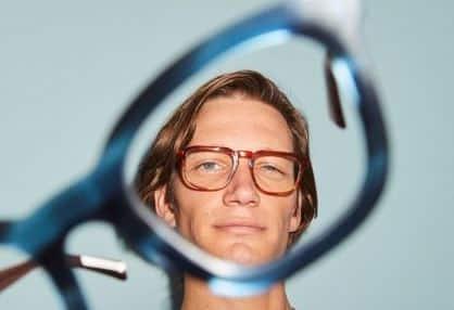 Hawkers y ClinicPoint facilitarán el acceso a clientes a sus servicios de óptica y oftalmología