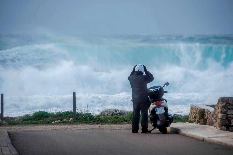 La borrasca 'Bella' deja olas de 11 metros y vientos de 123 km/hora en Asturias