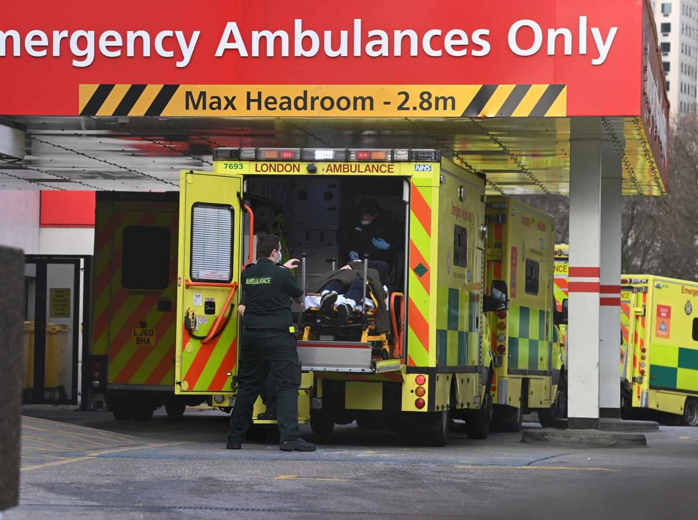 Nuevo récord de muertes por coronavirus desde abril en Reino Unido con otras 981 defunciones