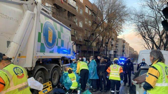 Accidente de una camión de la basura en Madrid.