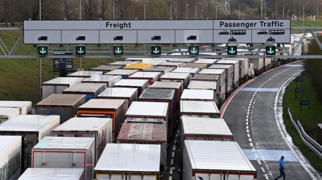 Atasco de camiones a la entrada del Eurotúnel en Folkestone (Reino Unido).