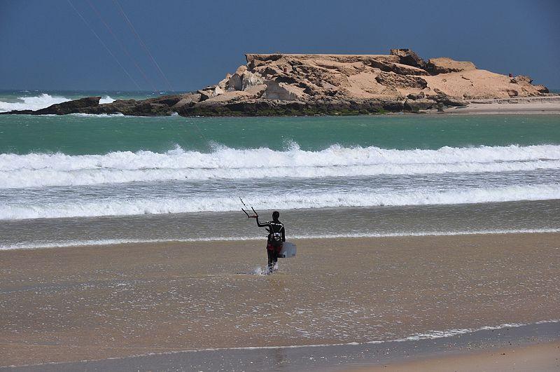 Un kitesurfista en Dajla.