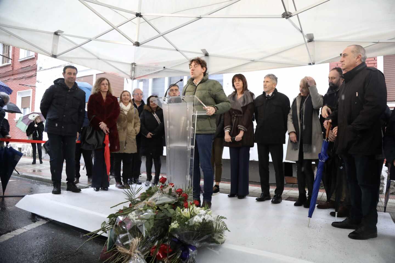 Eneko Andueza interviene durante un homenaje al asesinado Isaías Carrasco.
