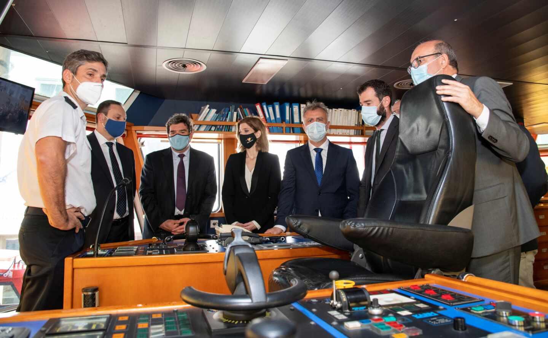 Los ministros Ábalos (Transportes) y Escrivá (Migraciones), junto al presidente de Canarias en una reciente visita a la capital grancanaria.
