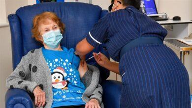 Una mujer de 90 años, primera persona en el mundo en recibir la vacuna de Pfizer