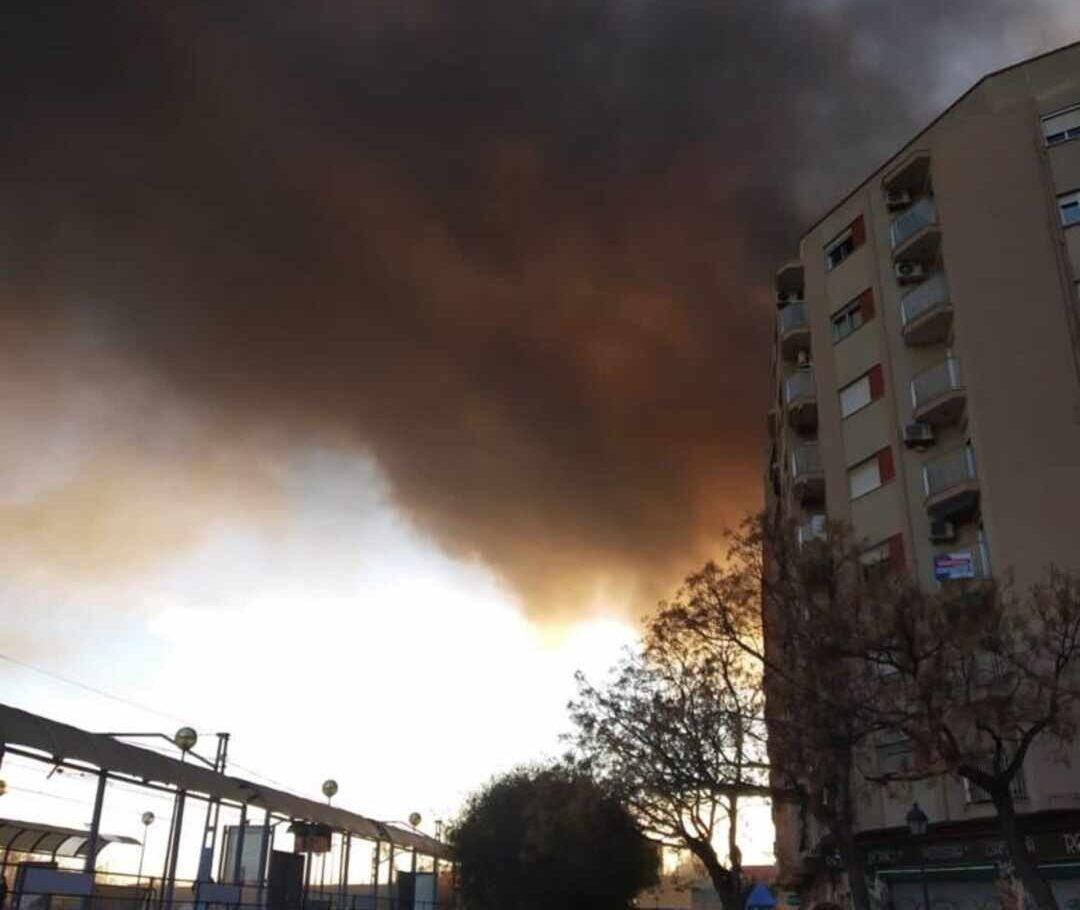 Foto del incendio en el barrio de San Isidro, en Valencia.