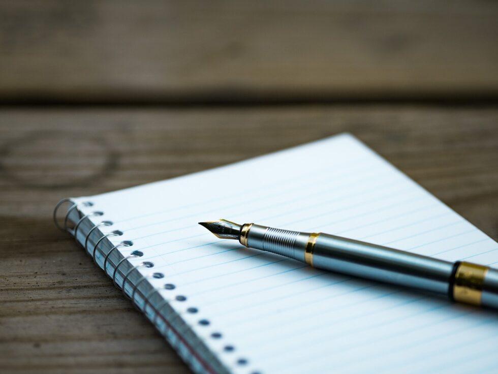 Los cinco rituales de la buena suerte que no puedes olvidar para la última noche del año escribir una lista con cosas negativas