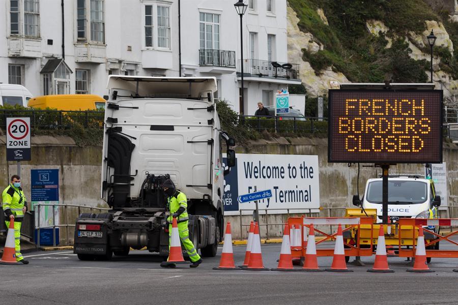 Frontera cerrada entre Francia y el Reino Unido.