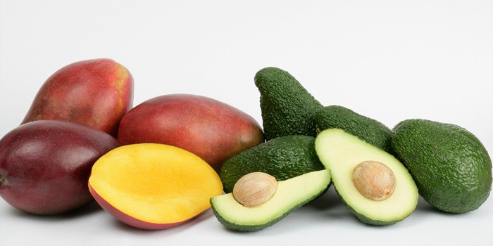 Frutas tropicales típicas de Granada, como el mango o el aguacate.
