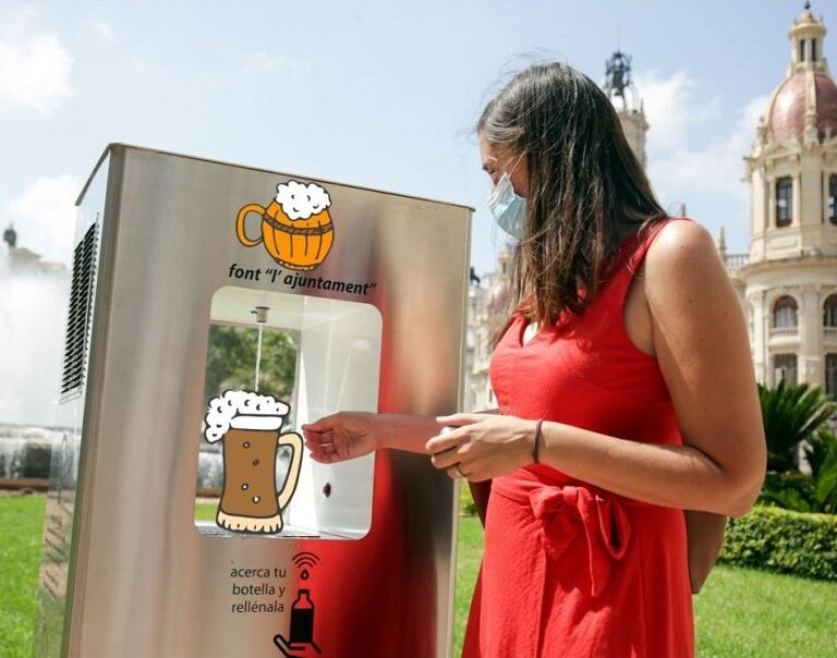 Inocentada del día: Inauguran la primera fuente pública de cerveza en España