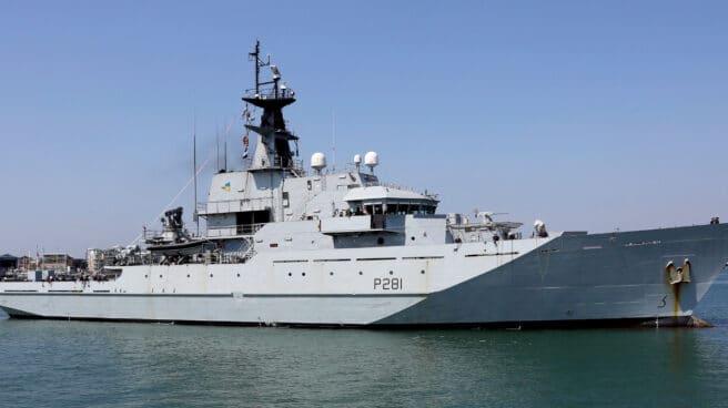 Buque HMS Tyne de la Royal Navy.