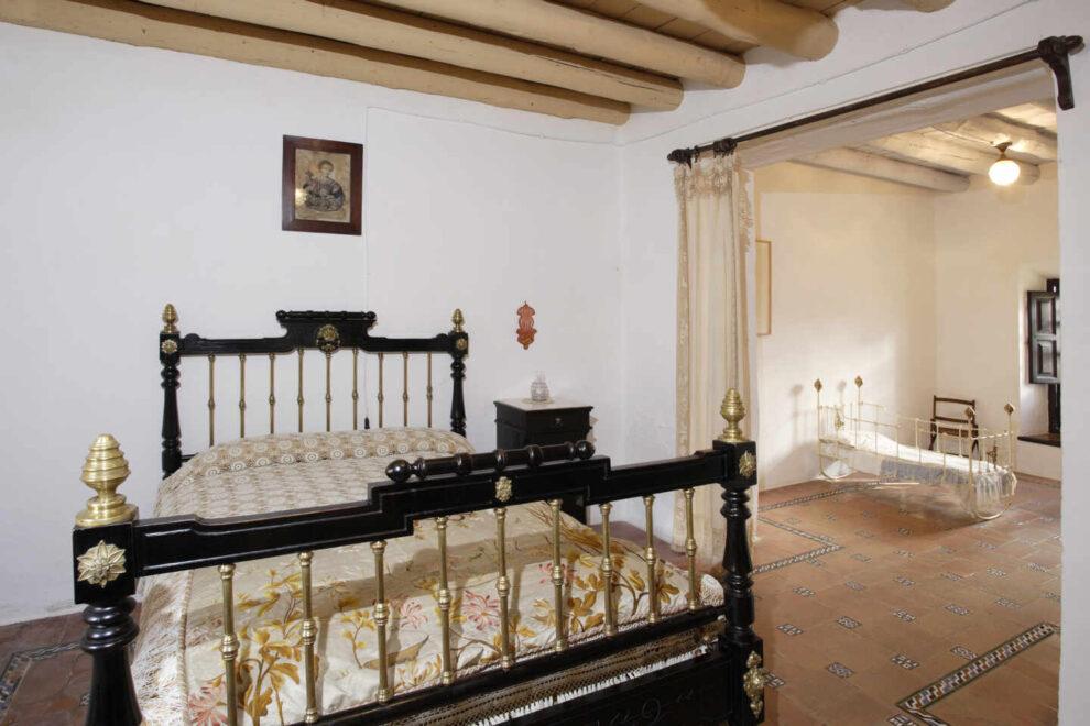 Museo Casa-Natal de Federico García Lorca en Fuente Vaqueros (Granada) Dormitorio de los padres de Federico y al fondo su cuna.