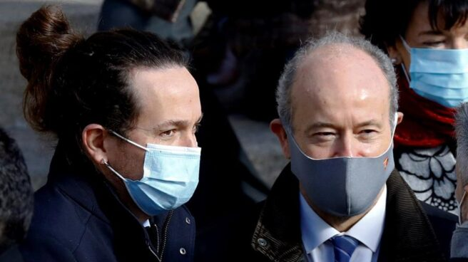 Pablo Iglesias y el ministro Juan Carlos Campo, en los actos del día de la Constitución.