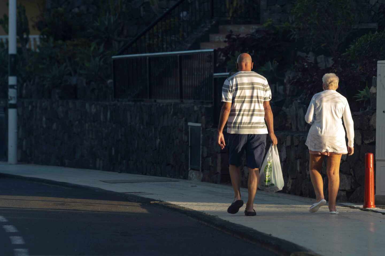 Turistas de origen británico en el complejo vacacional Golf del Sur en el municipio de San Miguel de Abona, Tenerife.