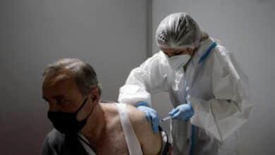 Un epidemiólogo advierte de que una sola dosis la vacuna puede favorecer las mutaciones