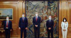 Carolina Darias y Miquel Iceta, posan junto al rey Felipe VI, el presidente del Gobierno y el ministro de Justicia en la promesa de su cargo.