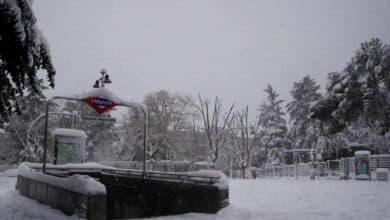 Emergencias desaconseja salir a la calle a jugar o hacer fotos de la nieve