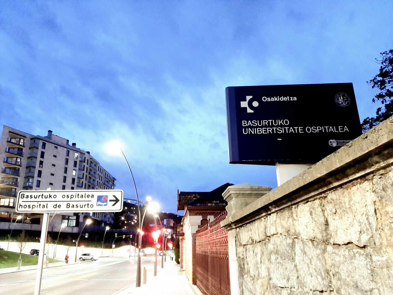 Acceso al Hospital de Basurto en Bilbao, uno de los centros principales de Osakidetza.