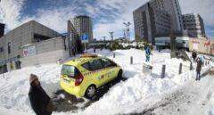 Vista del Hospital La Paz y sus alrededores cubiertos de nieve.