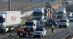 Mueren tres personas arrolladas por un camión en la A-6 cuando auxiliaban a otro conductor