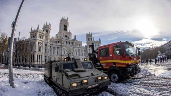 Efectivos de la UME trabajan en el centro de Madrid