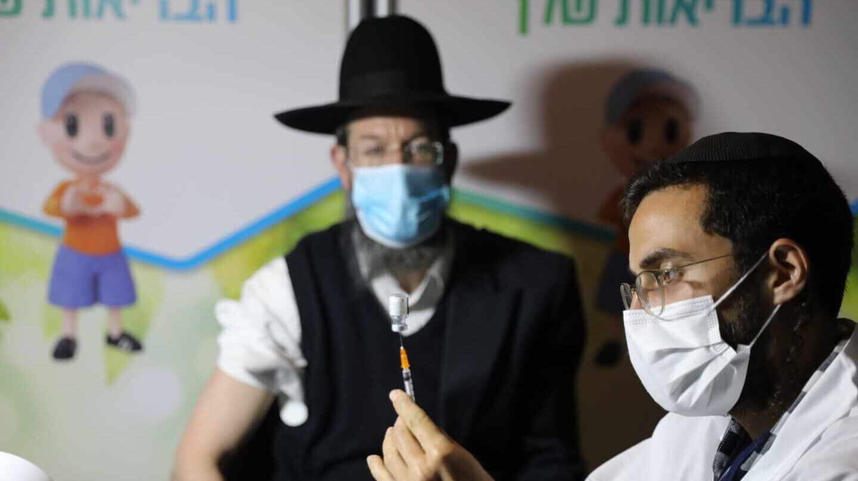 """El precio del """"milagro"""" israelí con la vacuna: pagar más y dar datos a  Pfizer"""