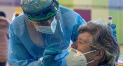Vacunación a velocidad de crucero y nuevos cierres ante un virus desbocado