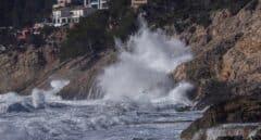 El oleaje y el viento de hasta 100 km/h ponen en alerta a 12 comunidades este miércoles