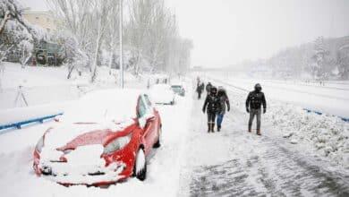 Madrid pide a los propietarios de los coches abandonados en la M-30 que no acudan a recogerlos