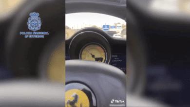 Detenido tras grabarse en TikTok conduciendo coches de alta gama a 165 km por hora