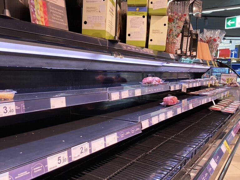"""Baldas vacías e incertidumbre en los supermercados: """"No sabemos cuándo podremos reponer"""""""