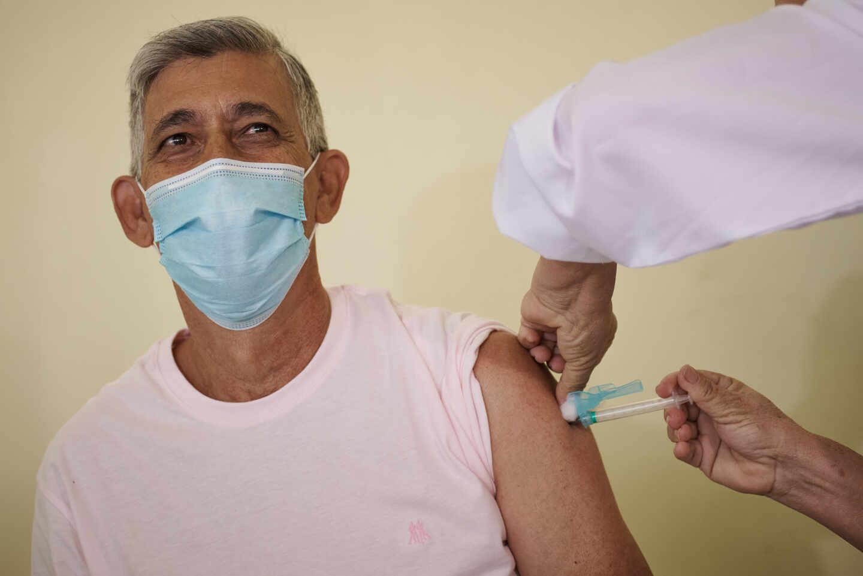 El Colegio de Médicos de Cantabria advierte que la pandemia va a durar