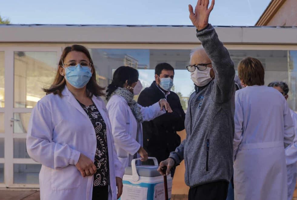 AMP.-Alcalde Rafelbunyol (Valencia) se disculpa por vacunarse de covid Pensé que ayudaba a dar sensación de confianza