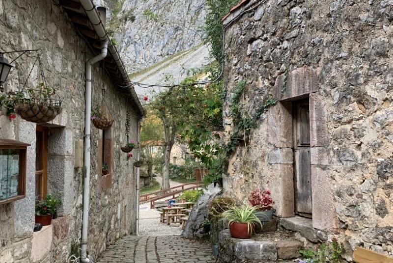 Estos son los 11 pueblos más bonitos de España bulnes asturias principado de asturias