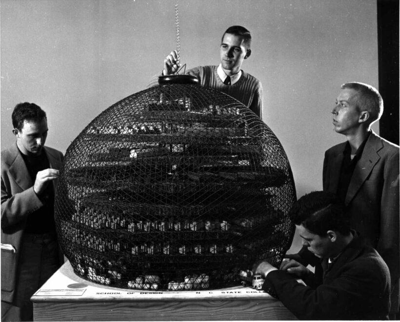 Estudiantes de Diseño de Buckminster Fuller conciben un molino de algodón geodésico. Special Colle