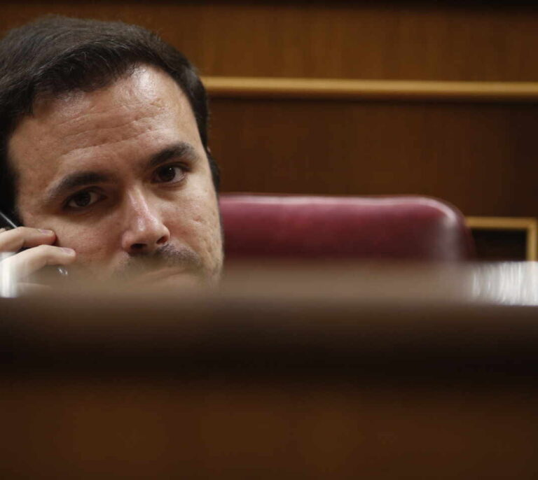 Garzón regulará la publicidad de las 'telecos' y energéticas para evitar fraudes