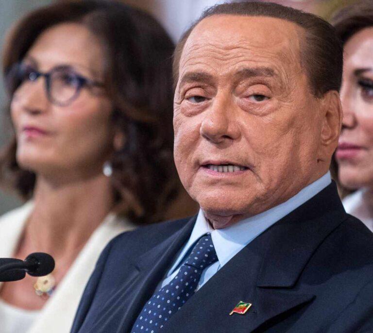 Berlusconi recibe el alta tras cuatro días ingresado por secuelas del coronavirus